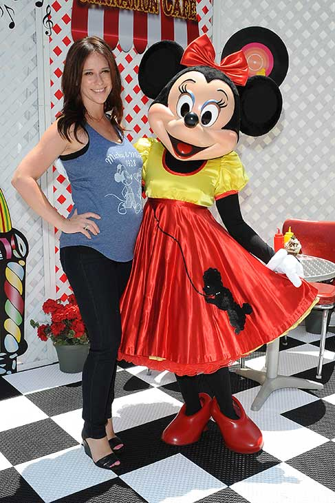 A pregnant Jennifer Love Hewitt poses with Minnie Mouse at Old Navy&#39;s Mickey Through The Decades Collection Launch at the Walt Disney Company studio lot in Burbank, California. <span class=meta>(Michael Simon &#47; startraksphoto.com)</span>