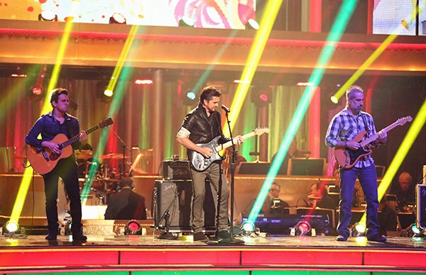 Juanes performs on week seven of &#39;Dancing With The Stars,&#39; which aired on April 29, 2013. Juanes sang a medley of his hits, including &#34;La Camisa Negra&#34; and &#34;Cumbia Sexy.&#34; <span class=meta>(ABC Photo&#47; Adam Taylor)</span>