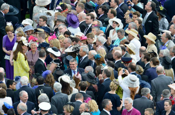 "<div class=""meta image-caption""><div class=""origin-logo origin-image ""><span></span></div><span class=""caption-text"">The time Kate Middleton made scores of people (and hats) turn toward her general direction at a garden party hosted by Queen Elizabeth II at Buckingham Palace on May 22, 2013. (Barcroft Media / Startraksphoto.com)</span></div>"