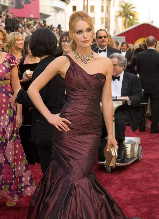 Keira Knightley arrives at the 78th Annual Academy Awards at the Kodak Theatre in Hollywood, Calif. on Sunday, March 5, 2006. The actress donned a dark eggplant Vera Wang gown which she paired with a Bulgari necklace from the 1960&#39;s.  The 2013 Oscar ceremony is scheduled to air February 24 on ABC.  <span class=meta>(A.M.P.A.S.)</span>