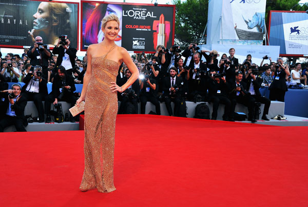 Kate Hudson, wearing an Atelier Versace gown and Faberge jewelry, attends &#39;The Reluctant Fundamentalist&#39; premiere and opening ceremony during the 69th Venice International Film Festival at Palazzo del Cinema on August 29, 2012 in Venice, Italy. <span class=meta>(Pascal Le Segretain &#47; Getty Images)</span>