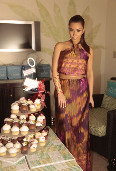 Kim Kardashian Appears With Gift Bags And A 3 Foot Cupcake Tree From The Palazzos