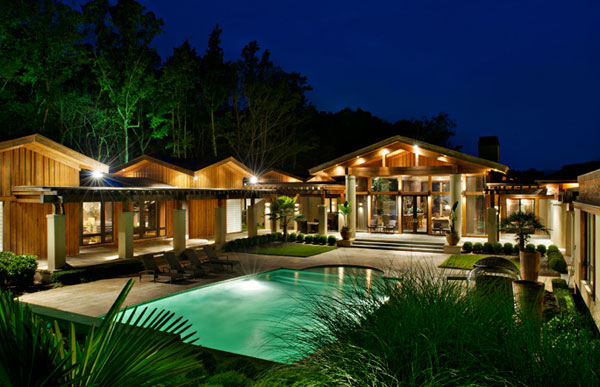 An exterior shot of Kenny Rogers&#39; former Polynesian-inspired lake house in Nicholson, Georgia. The singer had designed the 5-bedroom estate, which he once compared to Disneyland, and sold it on June 27, 2012 for &#36;2.25 million. <span class=meta>(GrandEstatesAuction.com)</span>