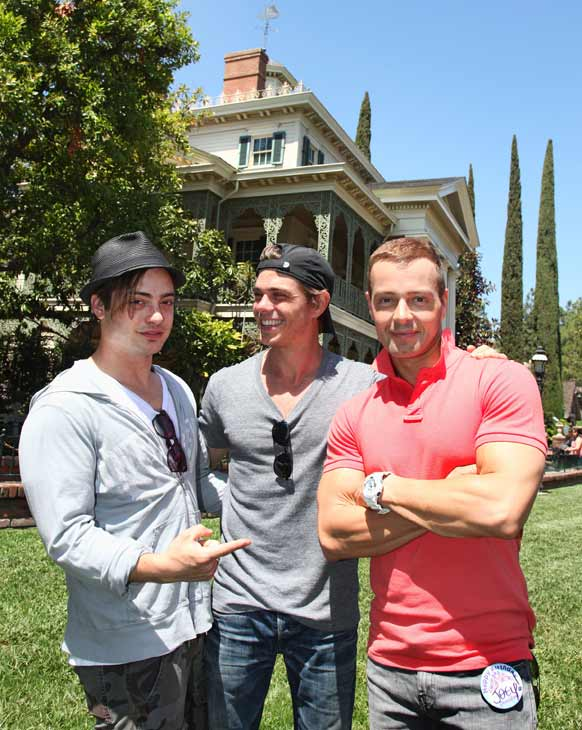"<div class=""meta image-caption""><div class=""origin-logo origin-image ""><span></span></div><span class=""caption-text"">Joey Lawrence (right) celebrated his 36th birthday on April 20, 2012. His his wife surprised him with a trip to Disneyland in Anaheim, California, and his two brothers came along, Matthew (middle) and Andy (left). The three Lawrence men posed next to the Haunted Mansion at the same spot they were photographed together in 1995 during a Disneyland Halloween celebration.  (Paul Hiffmeyer / Disneyland)</span></div>"