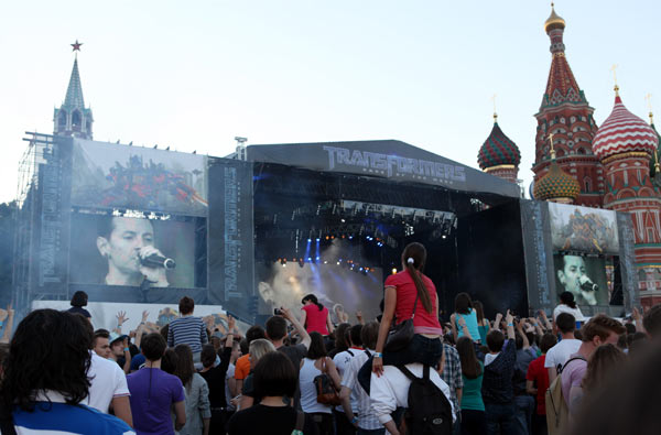 "<div class=""meta image-caption""><div class=""origin-logo origin-image ""><span></span></div><span class=""caption-text"">Linkin Park performs at 'Transformers 3: Dark of the Moon' event in Moscow, Russia on June 23, 2011. (Oleg Nikishin / Getty Images / Royalty-free)</span></div>"