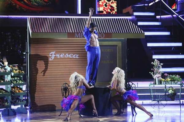 "<div class=""meta ""><span class=""caption-text "">French actor Gilles Marini and his dance partners Peta Murgatroyd and Chelsie Hightower received 29 out of 30 points from the  judges for their Salsa on 'Dancing With The Stars: All-Stars,' which aired on November 12, 2012. (ABC / OTRC)</span></div>"