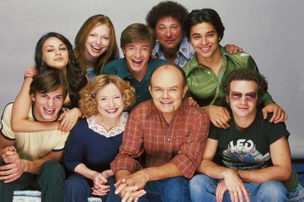 The cast of the TV show 'That 70's Show' appears in a promotional photo.