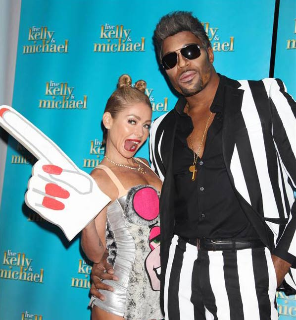 &#39;LIVE! with Kelly and Michael&#39; hosts Kelly Ripa and Michael Strahan dress up as Miley Cyrus and Robin Thicke, parodying the pair&#39;s 2013 MTV Video Music Awards performance, on Oct. 31, 2013 -- Halloween. <span class=meta>(Adam Nemser &#47; Startraksphoto.com)</span>