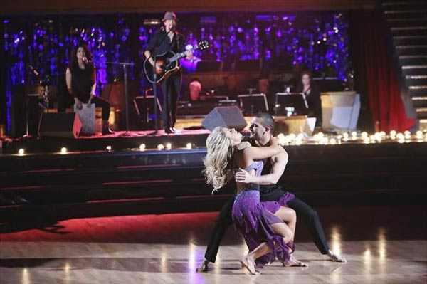 Jason Mraz performed on 'Dancing With The Stars:...