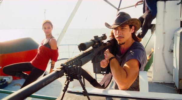 Pictured: Oscar Jaenada (right) and Zoe Saldana...