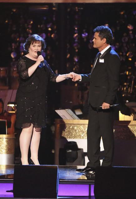 &#39;Dancing with the Stars&#39; Season 9 champion Donny Osmond returned to the ballroom on &#39;Dancing With The Stars: The Results Show&#39; on October 16, 2012, to perform a duet with Susan Boyle called &#39;This Is the Moment.&#39; It was accompanied by dancers Kym Johnson, Tristan McManus, Anna Trebunskya and Henry Byalikov.   <span class=meta>(ABC Photo)</span>