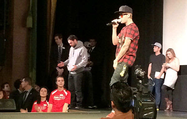 Justin Bieber performs for fans at a screening of his new movie &#39;Believe&#39; on Dec. 16, 2013. He handed out toys to several Beliebers at the event, sponsored by Radio Disney, as part of the Spark of Love intiative of KABC Television and the Southern California Firefighters. <span class=meta>(OTRC)</span>