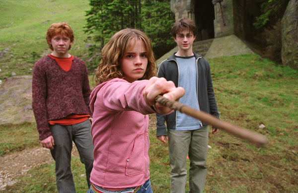 "<div class=""meta ""><span class=""caption-text "">Ron Weasley (Rupert Grint), Hermione Granger (Emma Watson) and Harry Potter (Daniel Radcliffe) appear in a scene from the 2004 film 'Harry Potter and the Prisoner of Azkaban.' (Warner Bros. Pictures)</span></div>"