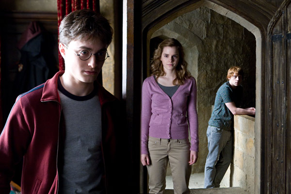 "<div class=""meta ""><span class=""caption-text "">Harry Potter (Daniel Radcliffe), Hermione Granger (Emma Watson) and Ron Weasley (Rupert Grint) appear in a scene from the 2009 film 'Harry Potter and the Half-Blood Prince.' (Warner Bros. Pictures)</span></div>"
