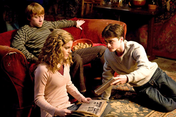 "<div class=""meta ""><span class=""caption-text "">Ron Weasley (Rupert Grint), Hermione Granger (Emma Watson) and Harry Potter (Daniel Radcliffe) appear in a scene from the 2009 film 'Harry Potter and the Half-Blood Prince.' (Warner Bros. Pictures)</span></div>"