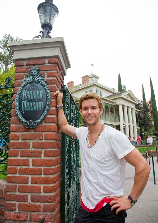 'True Blood' star Ryan Kwanten poses at the...