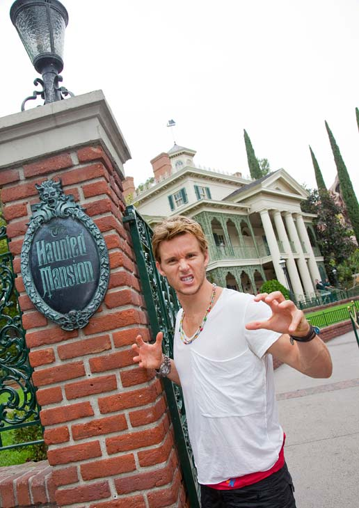 "<div class=""meta image-caption""><div class=""origin-logo origin-image ""><span></span></div><span class=""caption-text"">'True Blood' star Ryan Kwanten poses at the Haunted Mansion at Disneyland park in Anaheim, California, on Thursday, July 12, 2012. (Paul Hiffmeyer / Disneyland)</span></div>"