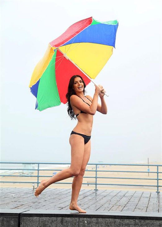 Former &#39;Bachelor&#39; star Courtney Robertson poses in a bikini on the Santa Monica Pier in Santa Monica, California on Oct. 9, 2013. <span class=meta>(Sara Jaye Weiss &#47; StartraksPhoto.com)</span>