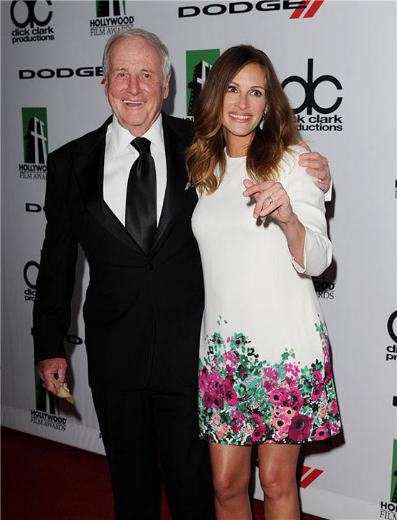 "<div class=""meta ""><span class=""caption-text "">Julia Roberts and producer Jerry Weintraub appear at the 17th annual Hollywood Film Awards in Los Angeles, California on Oct. 21, 2013. (Daniel Robertson / startraksphoto.com)</span></div>"