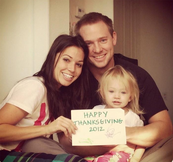 &#39;Dancing With The Stars&#39; contestant Melissa Rycroft Tweeted this photo of herself with her family on Nov. 22, 2012, saying: &#39;Happy Thanksgiving :-&#41;.&#39; <span class=meta>(twitter.com&#47;MelissaRycroft&#47;status&#47;271665952251330561&#47;photo&#47;1)</span>