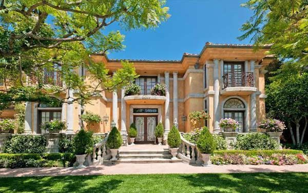 "<div class=""meta ""><span class=""caption-text "">A view of the front of Charlie Sheen's home, which is on the market for $7.2 million. (Photo/Realtor.com)</span></div>"