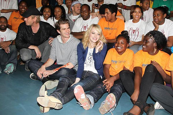 &#39;The Amazing Spider-Man&#39; actors Andrew Garfield and Emma Stone visit the Farragut Houses and Madison Boys and Girls Club in New York on June 26, 2012. They helped more than 200 community volunteers plant gardens and paint a &#39;Be Amazing&#39; youth center mural. <span class=meta>(Amanda Schwab &#47; Startraksphoto.com)</span>