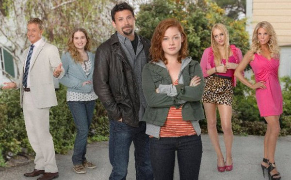 Still image of cast from the show 'Suburgatory.'