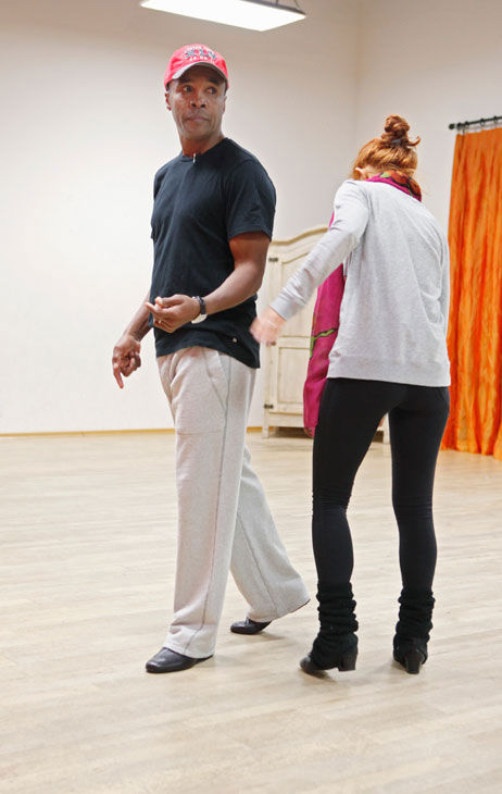 Anna Trebunskaya checks out legendary boxer Sugar Ray Leonard&#39;s behind during rehearsal for season 12 of &#39;Dancing With the Stars,&#39; which premieres on March 21 at 8 p.m. on ABC. <span class=meta>(ABC Photo&#47; Greg Zabilski)</span>