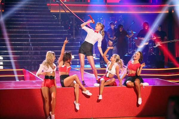 "<div class=""meta image-caption""><div class=""origin-logo origin-image ""><span></span></div><span class=""caption-text"">Taylor Swift performed on 'Dancing With The Stars: The Results Show' on October 30, 2012. She sang her hit single 'We Are Never Ever Getting Back Together.' (ABC Photo)</span></div>"