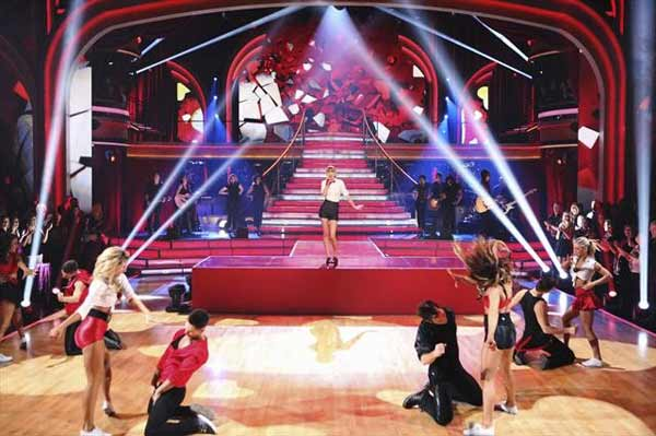 Taylor Swift performed on 'Dancing With The Stars: The Results Show' on October 30, 2012. She sang her hit single 'We Are Never Ever Getting Back Together.'