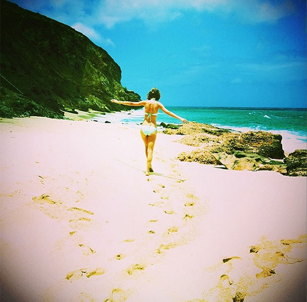 Taylor Swift posted his photo on her Instagram page on April 21, 2014, a day after Easter Sunday, saying: 'Looking for Easter eggs ...'