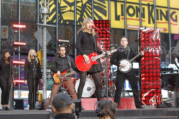 Taylor Swift performs in Times Square in New York City for ABC&#39;s &#39;Good Morning America&#39; on Oct. 23, 2012 to promote her new album &#39;Red.&#39; <span class=meta>(Lou Rocco &#47; ABC)</span>