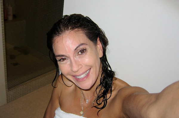 "<div class=""meta ""><span class=""caption-text "">Teri Hatcher posted this photo on her Facebook page on Aug. 10, 2010.  '45 year old me,' she wrote. 'Just me wanting to teach that all those glam versus trash pictures of celebs are about LIGHTING. It's not makeup it's not suregery or botox its LIGHT (sic).'  'Flat front light in you face especially sun setting 4pm light blows out all wrinkles and imperfections. Over head light, sun anything casts shadows under your eye from your brow making you look tired. Shoot all family reunion photos that way over the camera man who should be holding the camera a little higher than your eye line.' (facebook.com/pages/Teri-Hatcher/112866148763276)</span></div>"
