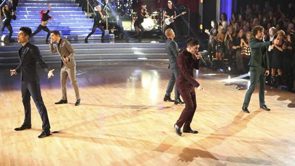 The Wanted performed on 'Dancing With The Stars: The Results Show' on November 20, 2012.