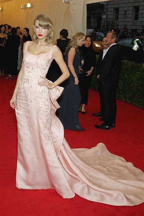 Taylor Swift appears at the Metropolitan Museum of Art&#39;s 2014 Costume Institute Benefit gala, celebrating &#39;Charles James: Beyond Fashion,&#39; in New York on May 5, 2014. She is wearing an Oscar de la Renta gown. <span class=meta>(Marion Curtis &#47; Startraksphoto.com)</span>
