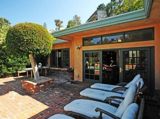 "<div class=""meta ""><span class=""caption-text "">The patio outside Estella Warren's Beverly Hills home. The actress listed the property for sale in May 2011 for almost 1.4 million. (Sotheby's International Realty / Brett Lawyer / brettlawyer.com)</span></div>"