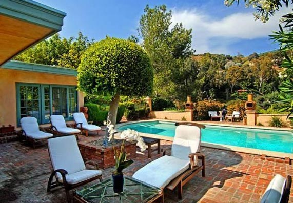 "<div class=""meta image-caption""><div class=""origin-logo origin-image ""><span></span></div><span class=""caption-text"">The pool outside Estella Warren's Beverly Hills home. The actress listed the property for sale in May 2011 for almost 1.4 million. (Sotheby's International Realty / Brett Lawyer / brettlawyer.com)</span></div>"