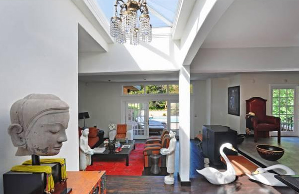 "<div class=""meta image-caption""><div class=""origin-logo origin-image ""><span></span></div><span class=""caption-text"">A room inside Estella Warren's Beverly Hills home. The actress listed the property for sale in May 2011 for almost 1.4 million. (Sotheby's International Realty / Brett Lawyer / brettlawyer.com)</span></div>"