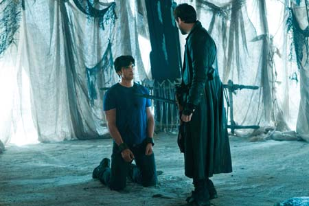 Callum Blue appears as Zod and Tom Welling as Clark Kent on the &#39;Smallville&#39; episode &#39;Dominion,&#39; set to air on April 29, 2011. <span class=meta>(Jack Rowand&#47;The CW)</span>