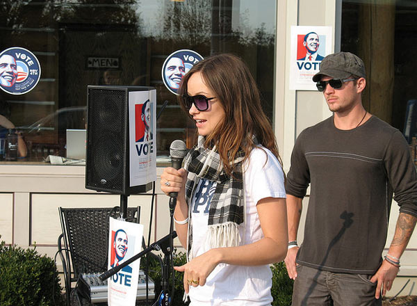"<div class=""meta ""><span class=""caption-text "">Wilde helped support Barack Obama's 2008 presidential campaign when she, along with other celebrities, campaigned for the Illinois senator in Iowa and New Hampshire, as well as in Shreveport, Louisiana.(Pictured: Olivia Wilde appears alongside Ryan Phillipe in a photo taken in St. Louis, Missouri in 2008.) (flickr.com/photos/barackobamadotcom/)</span></div>"