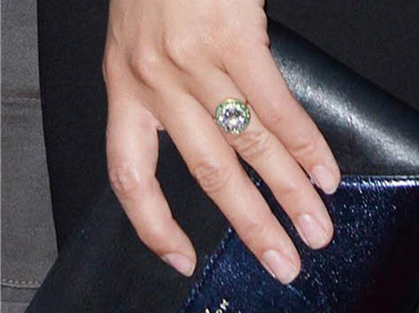 Olivia Wilde's engagement ring, as seen at the premiere of her film 'Drinking Buddies' at the ArcLight Cinemas in Los Angeles on Aug. 15, 2013. She attended the event with fiance Jason Sudeikis.