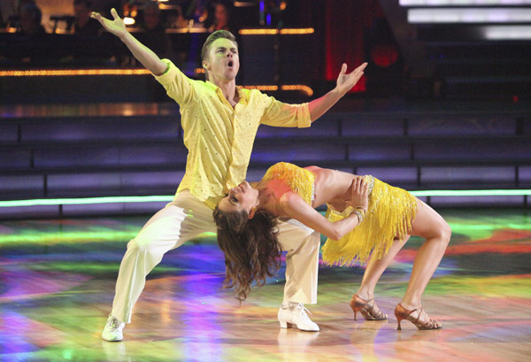 "<div class=""meta ""><span class=""caption-text "">TV personality Maria Menounos and partner Derek Hough received 27 out of 30 points from the judges for their Salsa on week five of 'Dancing With The Stars' on April 16, 2012. (ABC)</span></div>"