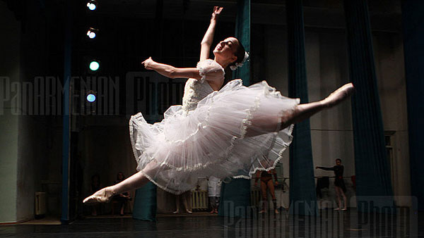 Evan Rachel Wood is trained in dance, and also enjoys singing, swimming, rollerblading and horseback riding. &#40;Pictured: A photo of a ballet concert in Yerevan, Armenia in 2010.&#41; <span class=meta>(flickr.com&#47;photos&#47;panarmenian_photo&#47;)</span>