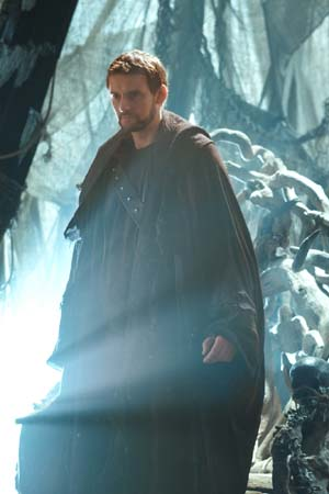 Callum Blue appears as Zod on the 'Smallville' episode 'Dominion,' set to air on April 29, 2011.
