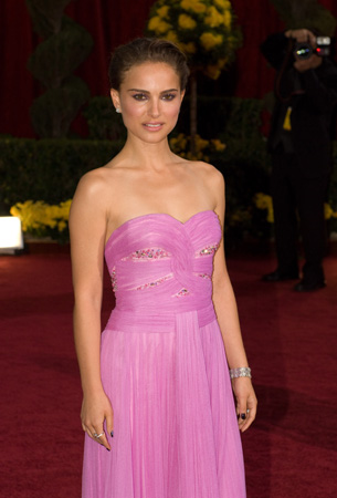 "<div class=""meta ""><span class=""caption-text "">Natalie Portman attends the 81st Annual Academy Awards® at the Kodak Theatre in Hollywood, CA Sunday, Feb. 22, 2009 airing live on the ABC Television Network in a Rodarte gown.  (Bryan Crowe / ©A.M.P.A.S.)</span></div>"