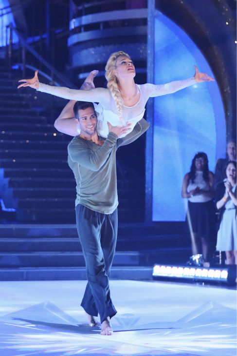 "<div class=""meta image-caption""><div class=""origin-logo origin-image ""><span></span></div><span class=""caption-text"">James Maslow and Peta Murgatroyd perform a 'Frozen'-themed Contemporary routine on week 5 of 'Dancing With The Stars' on April 14, 2014. They received 40 out of 40 points from the judges for their dance. (ABC Photo / Adam Taylor)</span></div>"