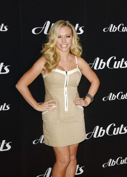 Kendra Wilkinson had a little extra help to get he