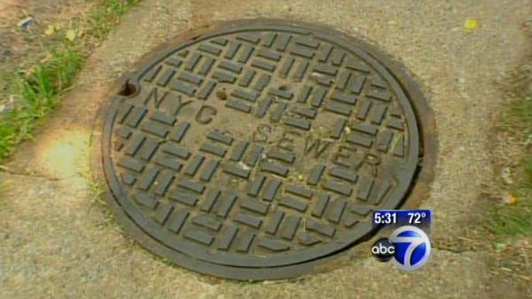 VIDEO: Texting teen falls in manhole