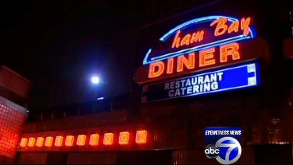 Off-duty officer shot and injured outside Bronx diner