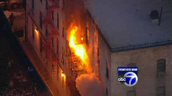 1 dead, 1 critical in Brooklyn building fire